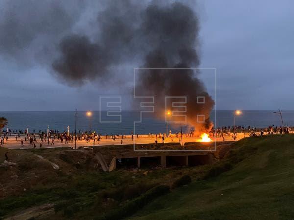 Migrantes marroquíes protagonizan disturbios cerca de la frontera con Ceuta