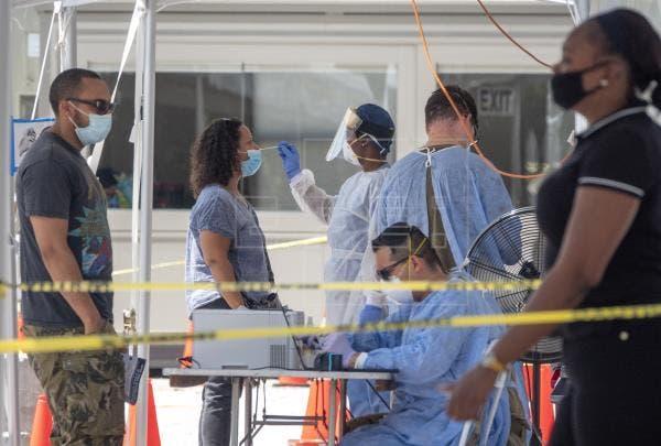 Variantes de la covid-19 se disparan en Florida y dejan 67 muertos