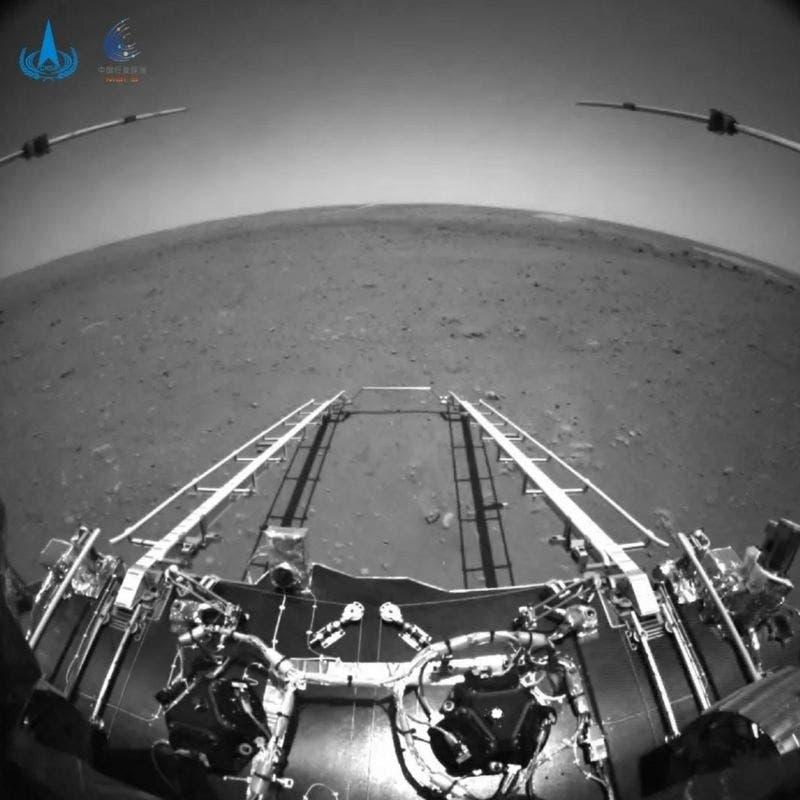 Las primeras imágenes tomadas por Zhurong, el robot de China que aterrizó en Marte
