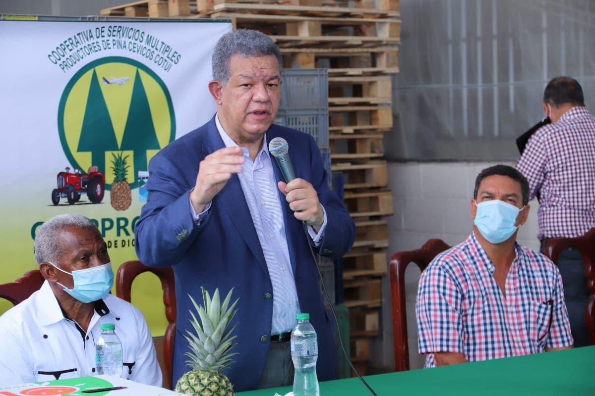 Leonel se reúne con agricultores, empresarios y dirigentes políticos de Sánchez Ramírez