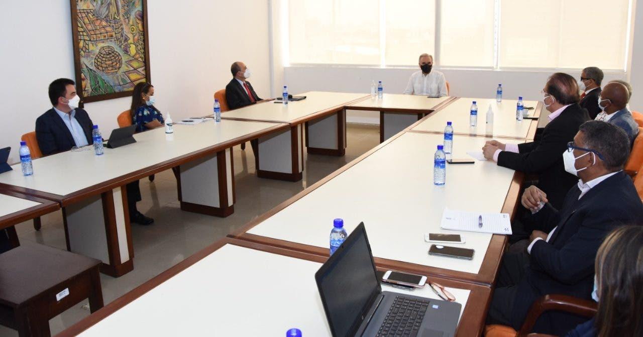Ministro conforma mesa de diálogo tripartito para buscar solución a conflicto médicos-ARS