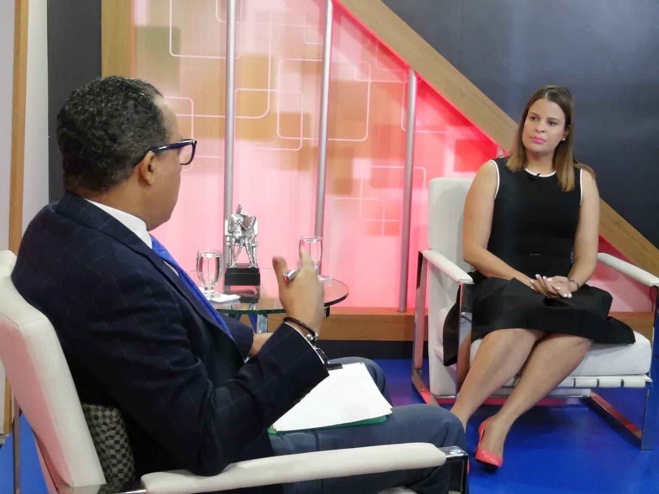 Patricia Lagombra afirma Modelo Penitenciario garantiza seguridad  militares enviados a Centros de Corrección