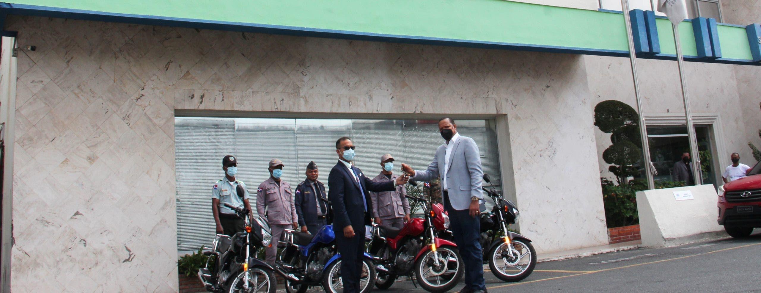 Director de ProConsumidor dona su sueldo para comprar motocicletas necesita institución