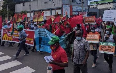 Trabajadores marchan en demanda mejores condiciones laborales