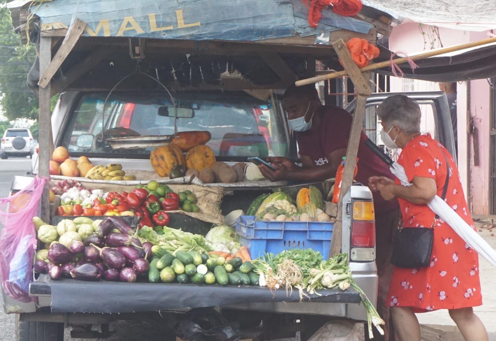 Productos locales registran bajas en medio de alzas de bienes importados