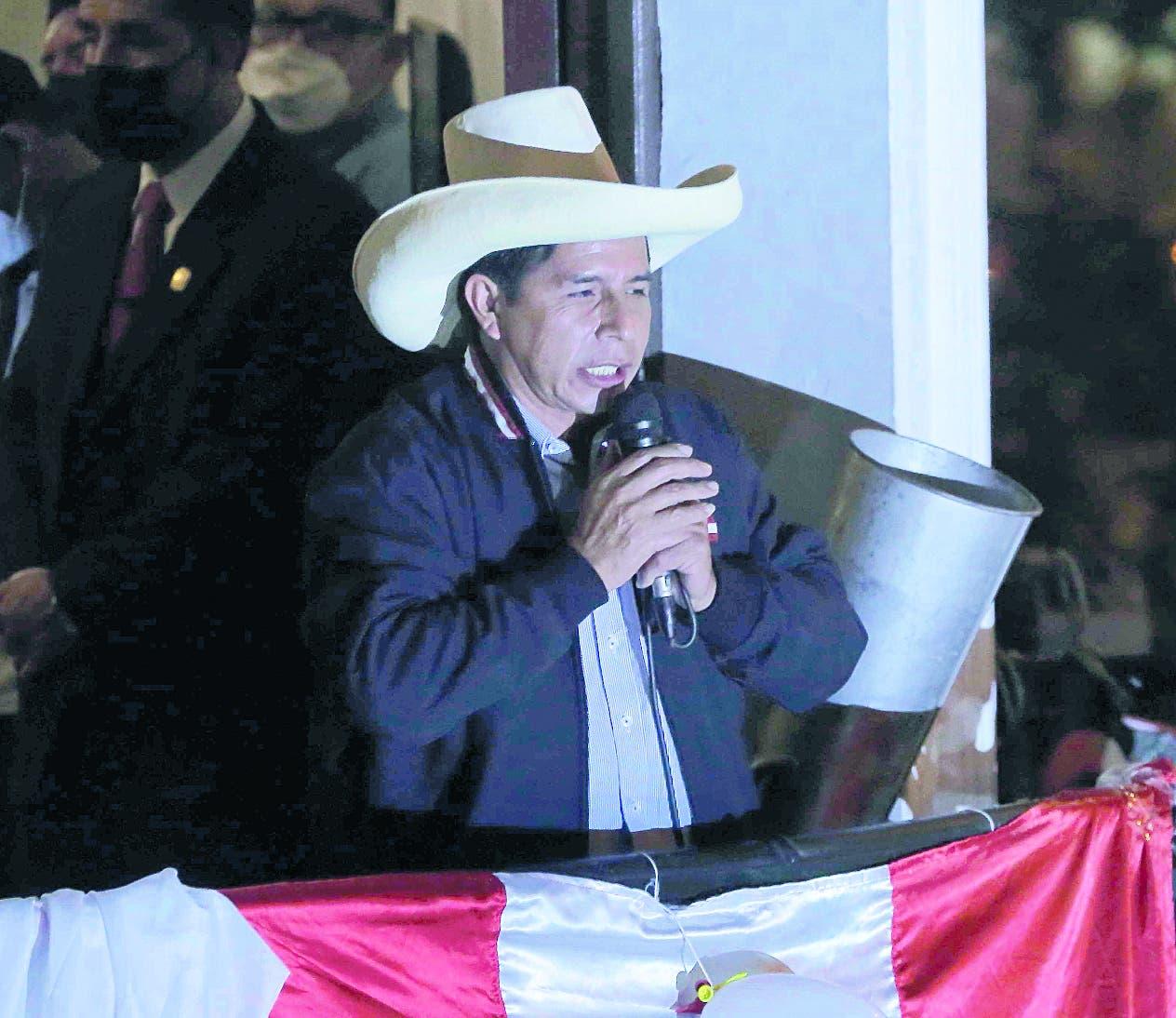 Pedro Castillo, a punto de ser presidente electo de Perú