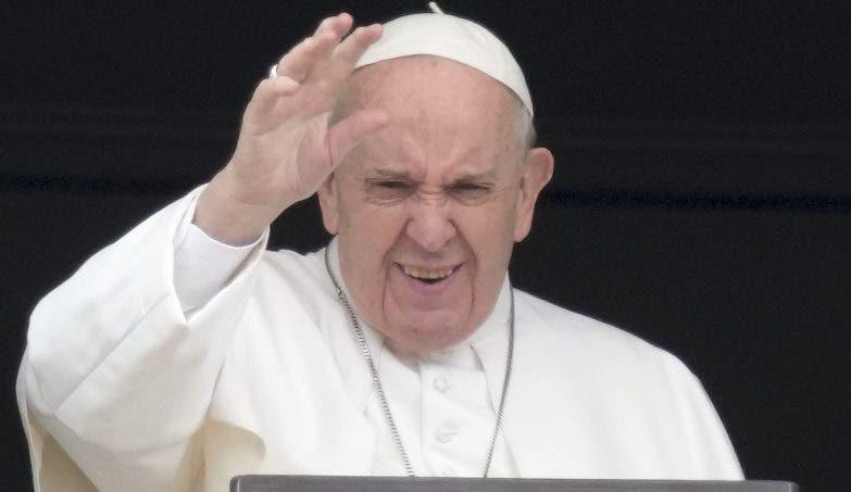 El Papa Francisco pide a países recibir a refugiados afganos