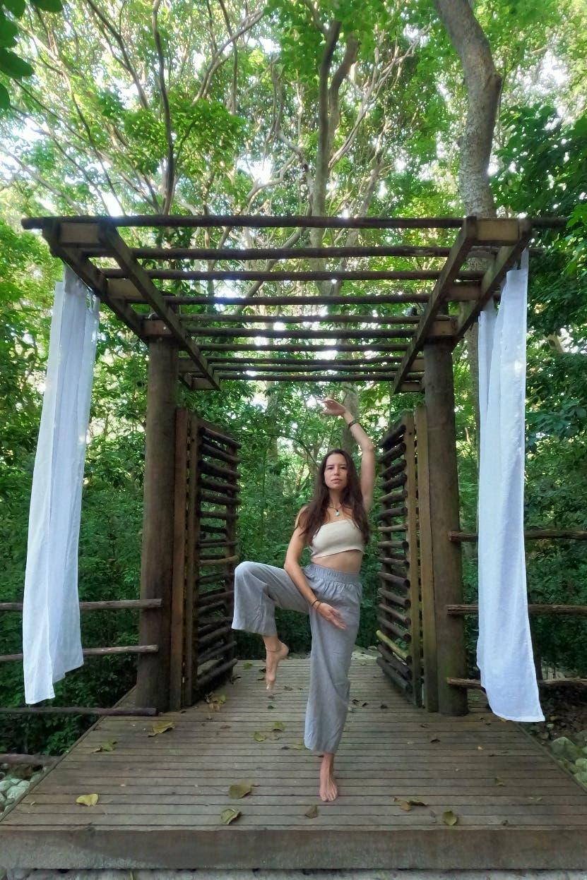 Cuerpo,  mente y madre tierra unidos en el yoga