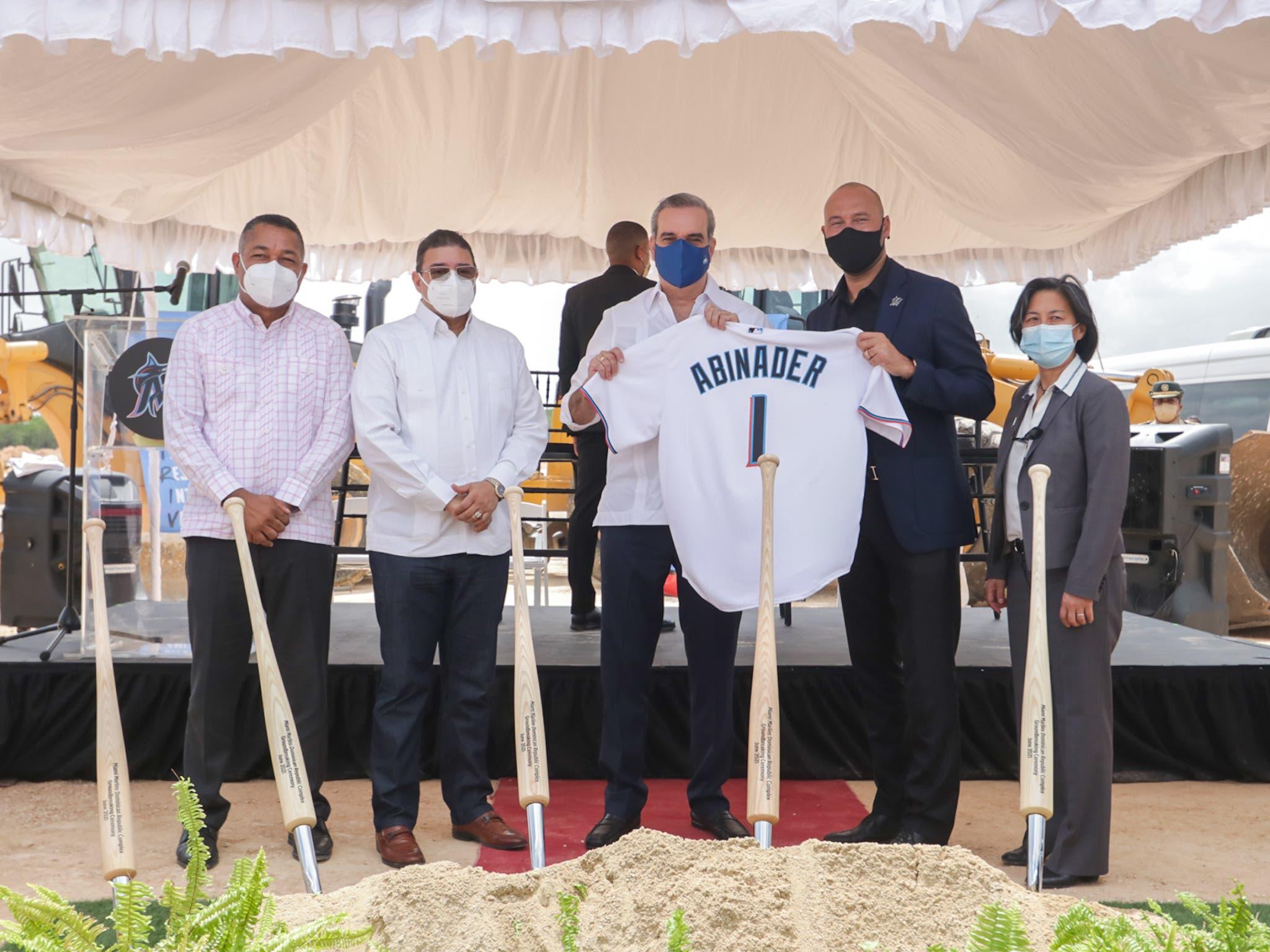 Abinader encabeza el inicio de construcción de una academia propia de los Marlins