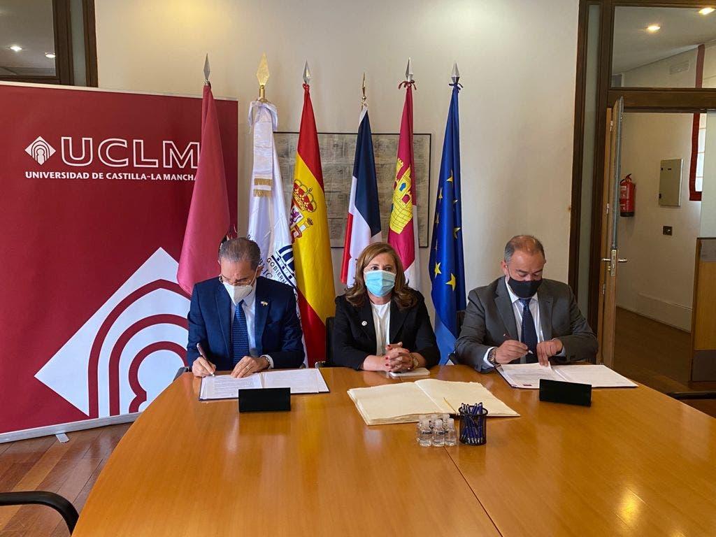MESCYT y Universidad de Castilla-La Mancha desarrollarán programas a favor de becarios