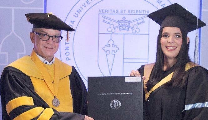 PUCMM celebra  graduación en campus Santo Domingo