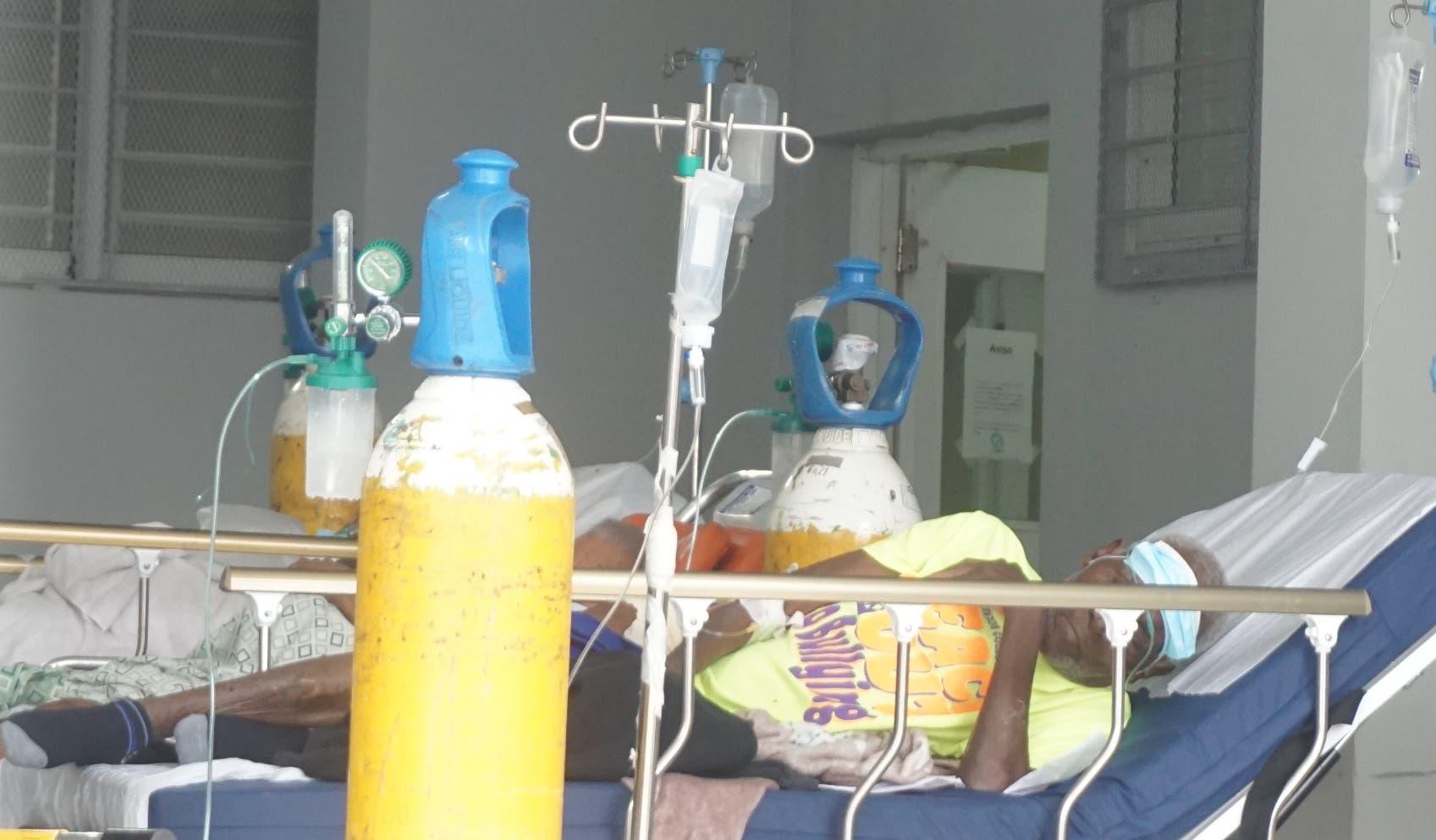 Afectados Covid-19 de provincias llegan a hospitales de la capital