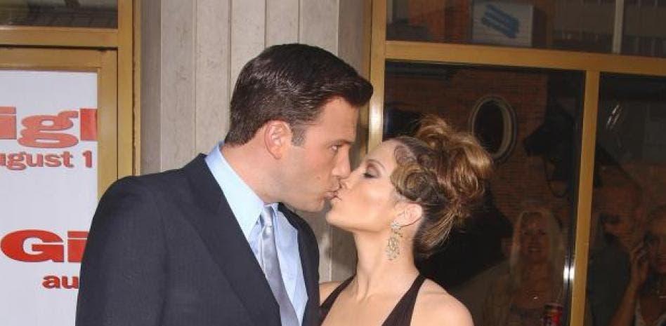 Jennifer López y Ben Affleck se besan en una cena en familia en Los Ángeles