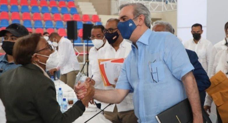 Luis Abinader anuncia construcción de red hospitalaria
