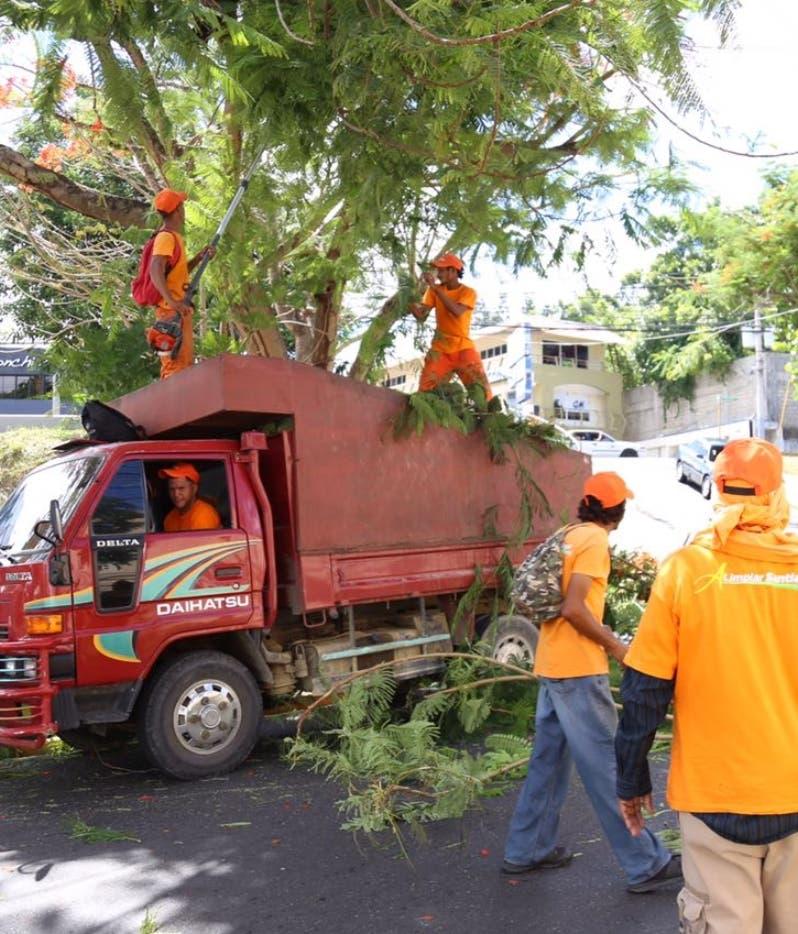 Cuatro huracanes podrían impactar RD