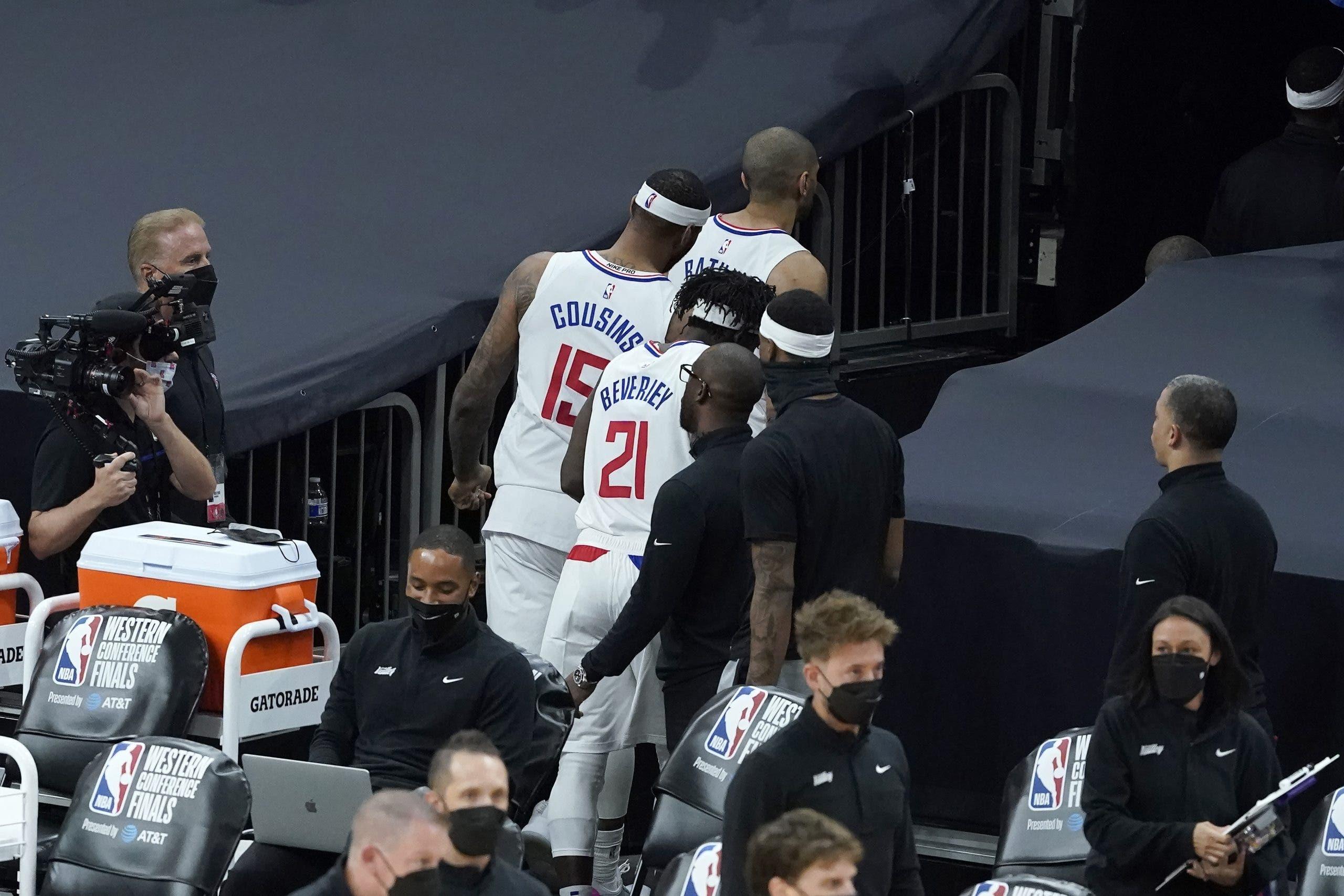 Clippers pelean contra su historia, vuelven a casa abajo 2-0