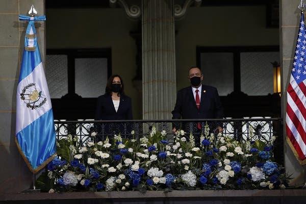 El presidente de Guatemala recibe en el Palacio Nacional a Kamala Harris
