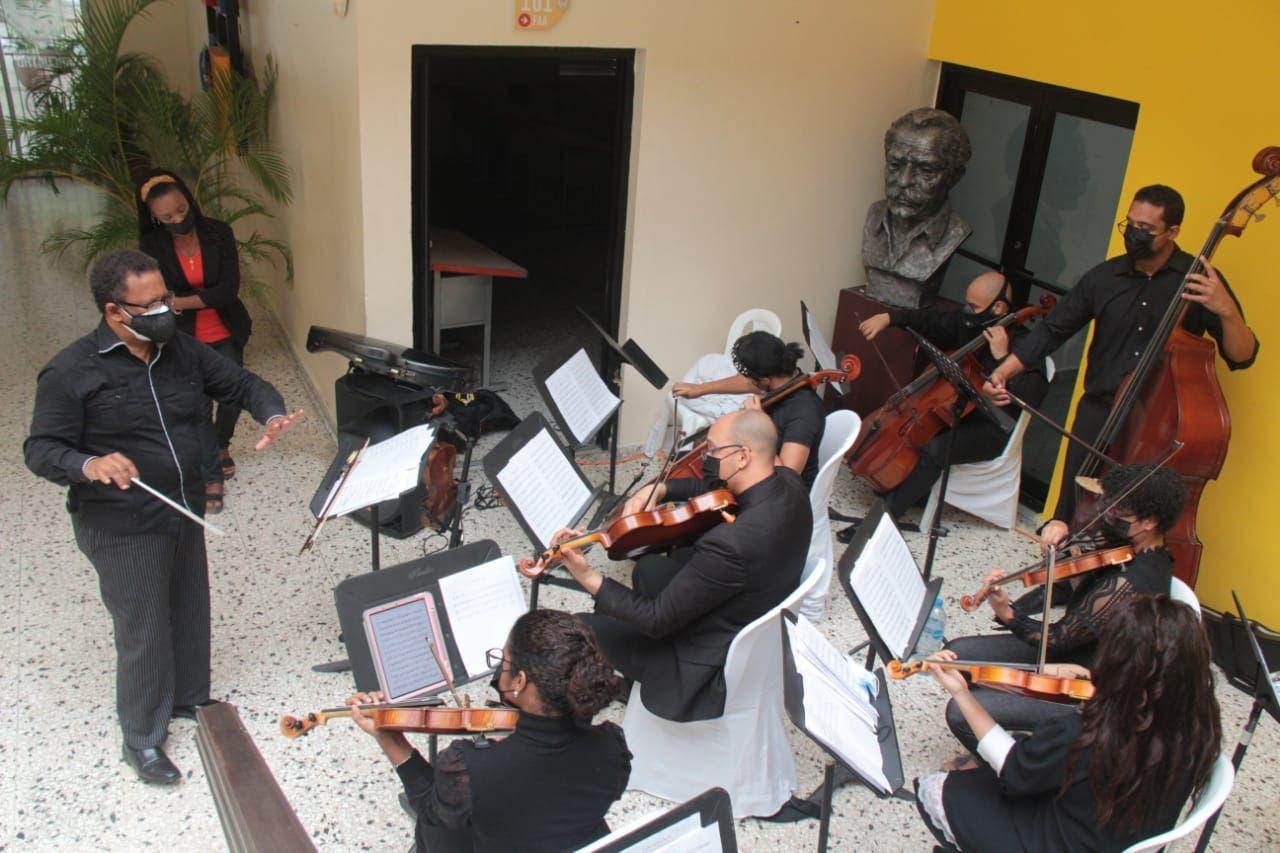 Gobierno y Embajada de Japón dona 4 pianos a la Facultad de Artes de UASD