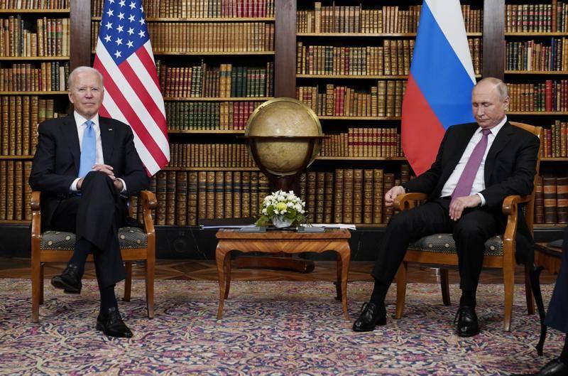 Empellones con periodistas durante cumbre Biden-Putin