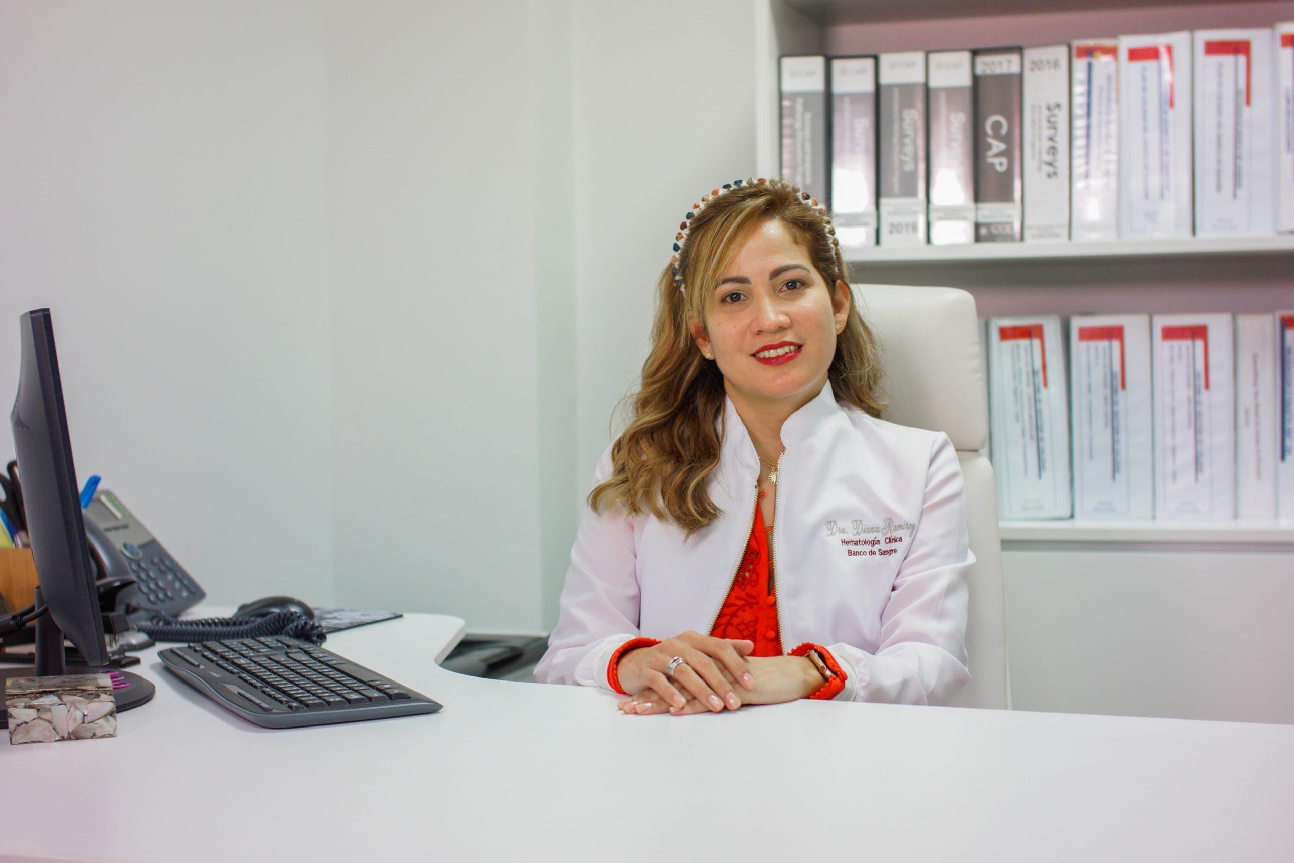 Hematóloga recomienda donar sangre 14 días después de inocularse con Sinovac y AstraZeneca