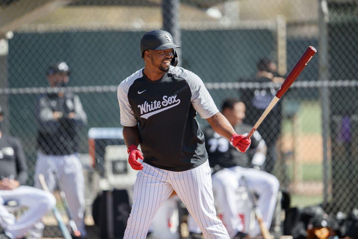 Eloy Jiménez autorizado para reanudar las actividades de béisbol