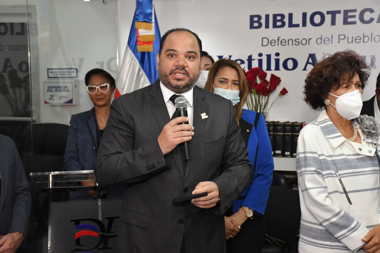 Pablo Ulloa asumió hoy como nuevo Defensor del Pueblo