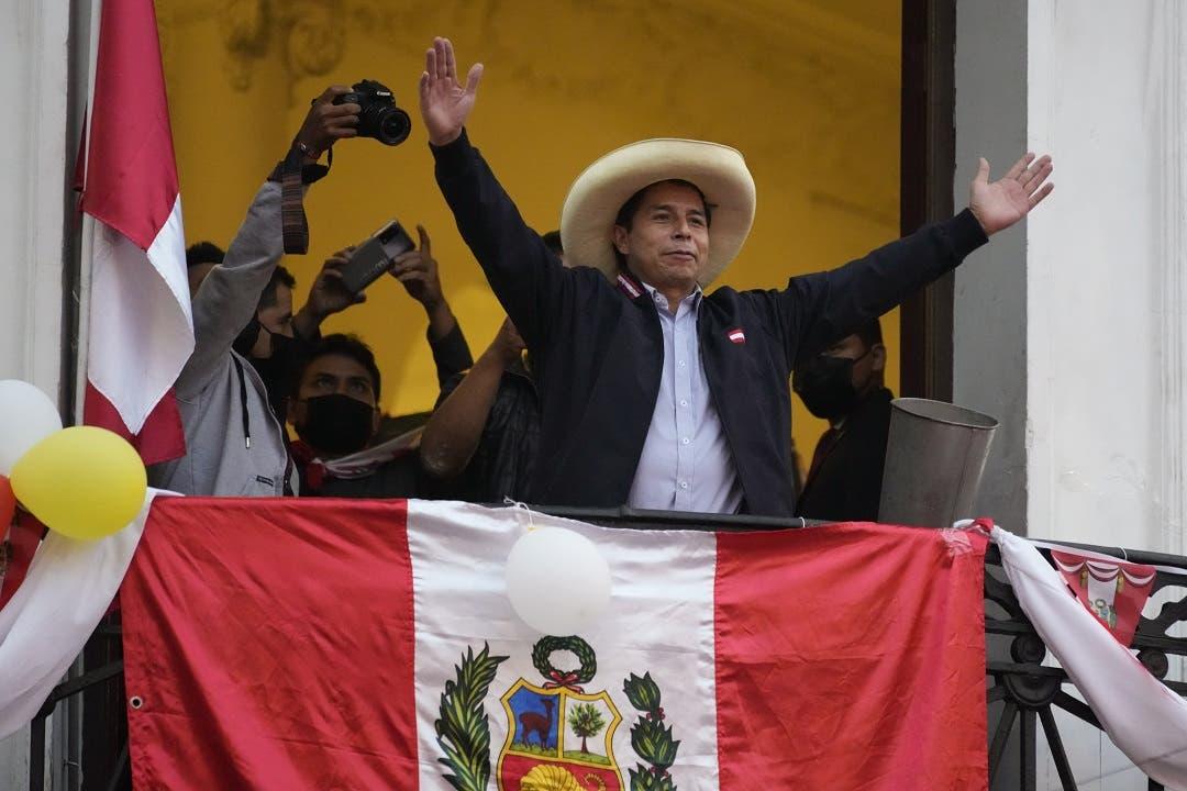 Perú: Castillo sostiene su ventaja de 71.400 votos a falta del 0,97% por escrutar