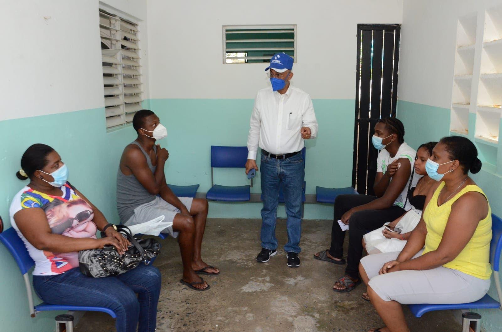 Director CNSS realiza recorrido por centros de vacunación en SJM