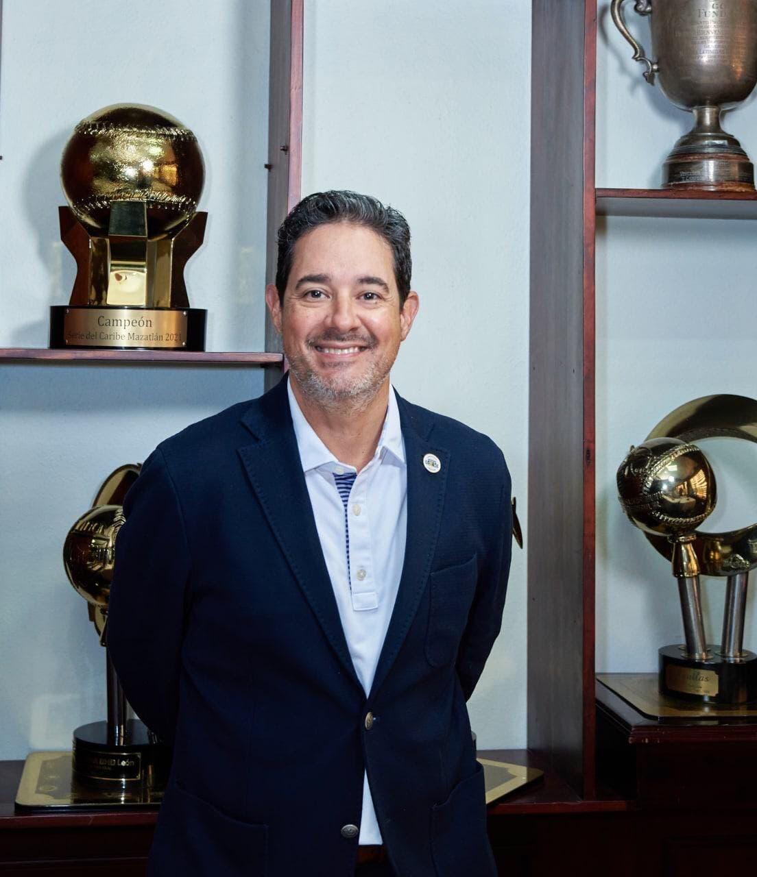 Quilvio Hernández Casanova reelecto presidente de el Consejo Directivo de las Águilas Cibaeñas