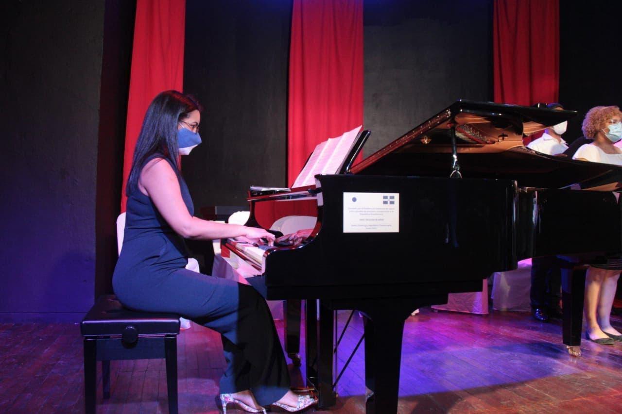 Gobierno y Embajada de Japón dona 4 pianos a la Facultad de Artes