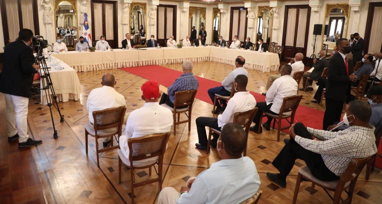 Abinader recibe a parceleros y representantes de la Asociación Reforma Agraria