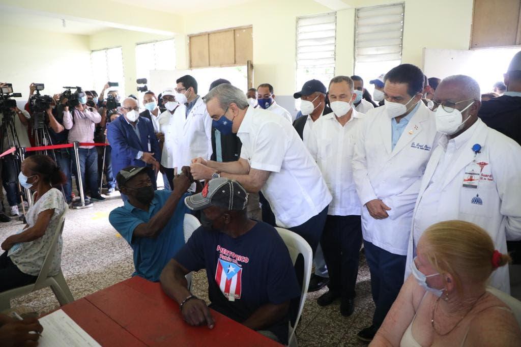 Presidente Abinader: «que no quede nadie sin vacunarse»