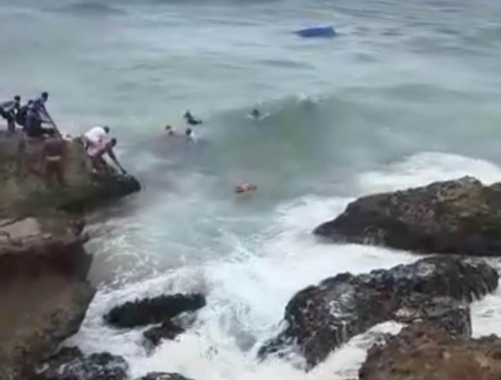 Rescatan 6 personas de 21 iban en yola naufragó frente a costa Samaná