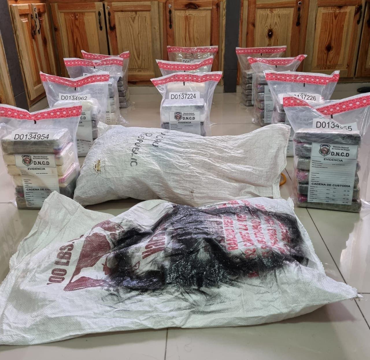 DNCD ocupa 66 paquetes presumiblemente cocaína en finca de Samaná