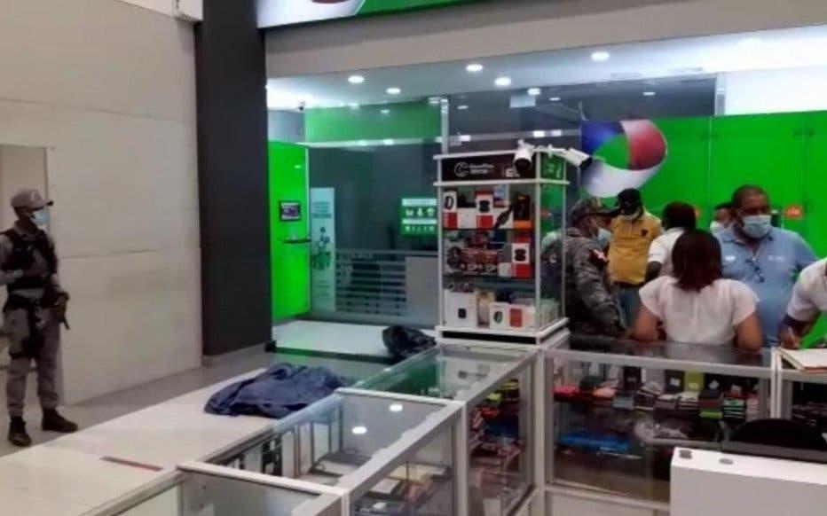 Seguridad de un banco mata a un hombre de un disparo