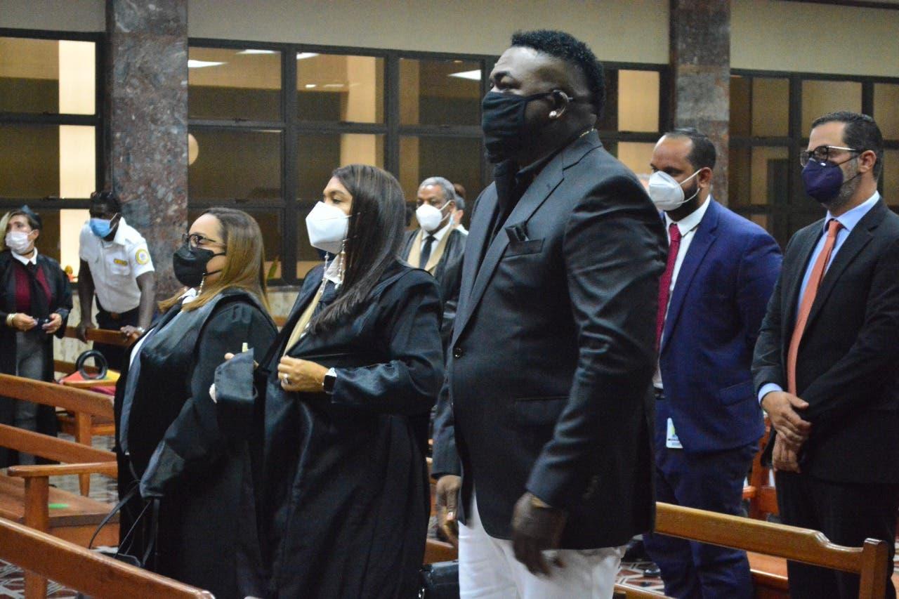 Tribunal ordena a la Fiscalía seguir investigación a David Ortiz  por violencia de género