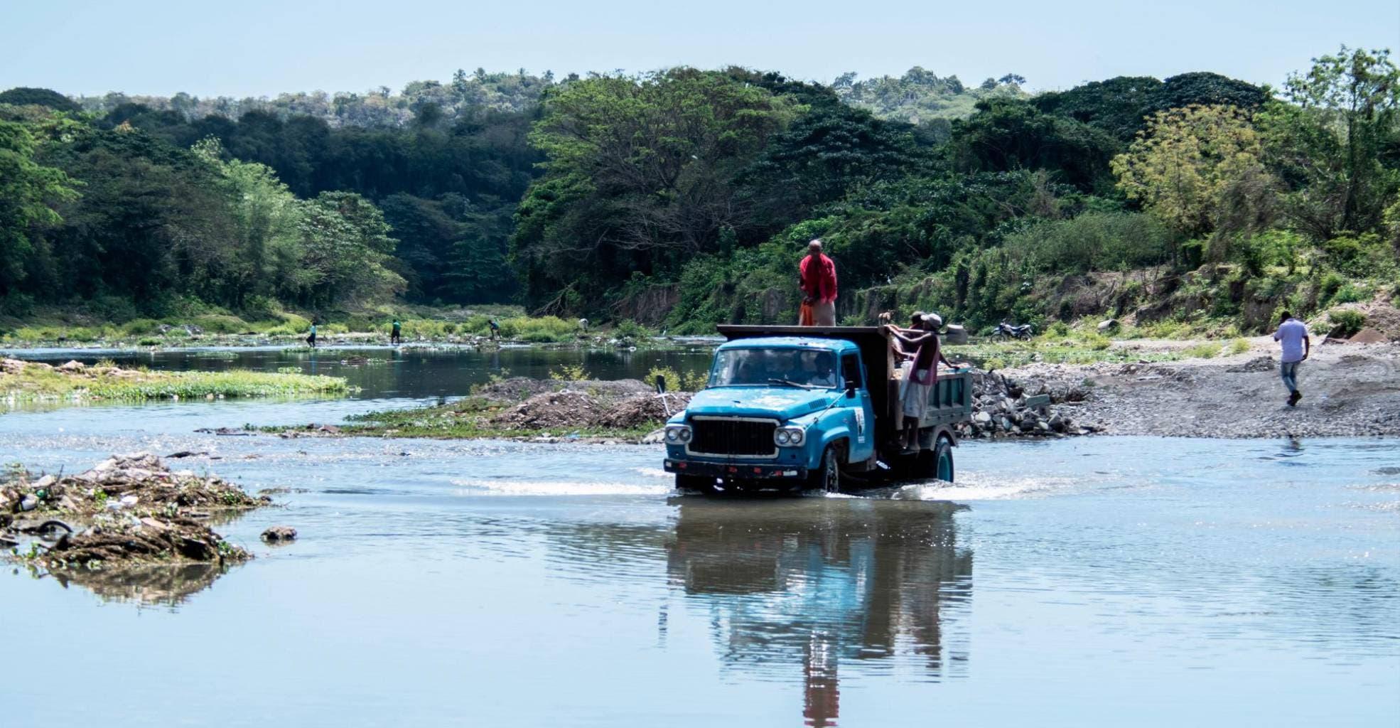 Denuncian Medio Ambiente deja de pagar a campesinos reforestan cuenca del Yuna