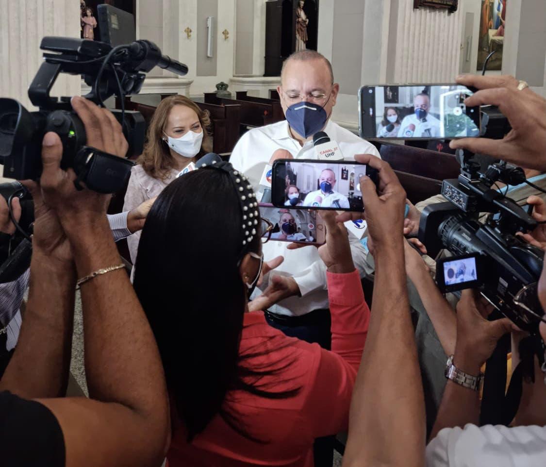 Ulises Rodríguez saluda asistencia de la población jornada de vacunación