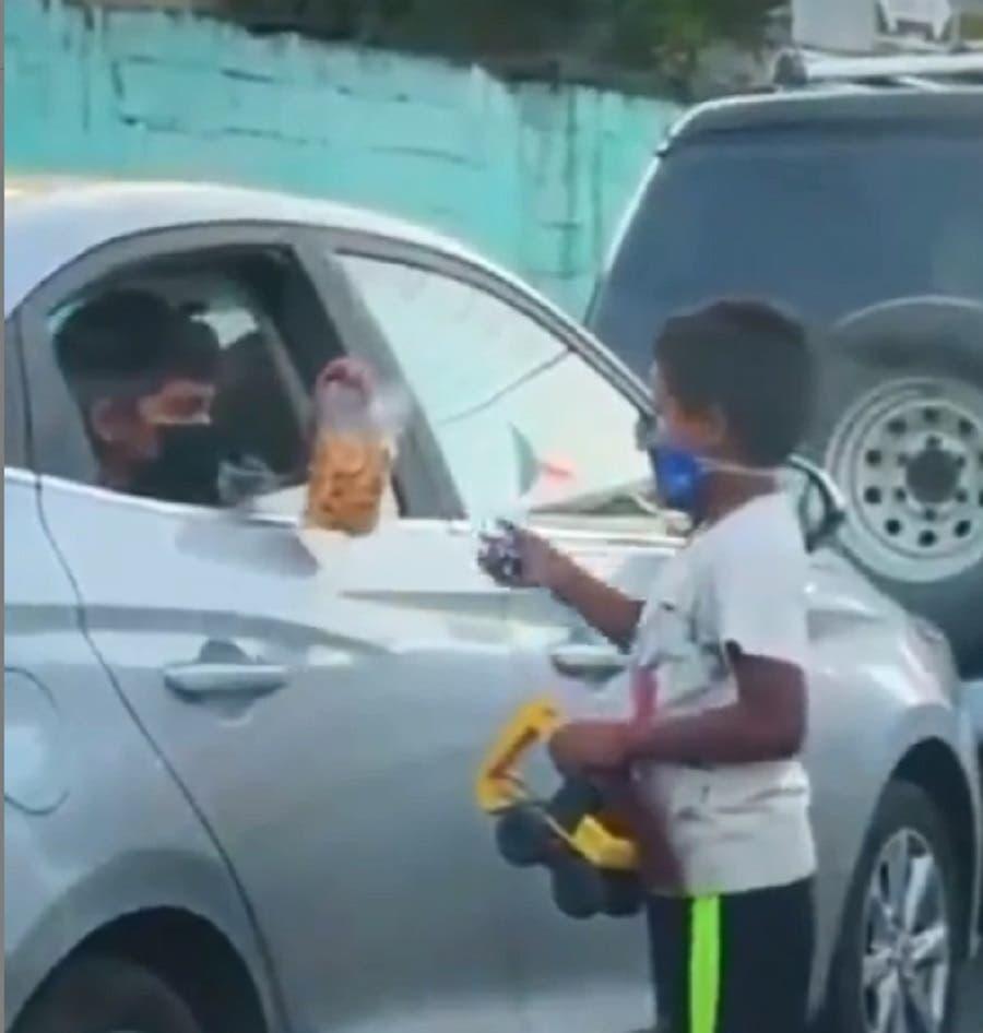 Video: Abinader destaca solidaridad sobre niño que comparte sus juguetes