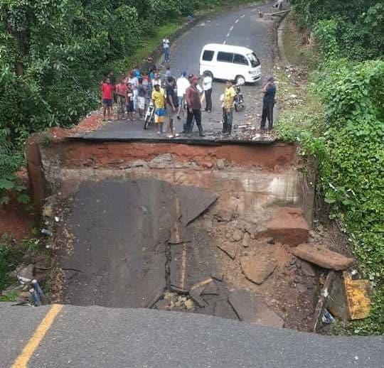 Varias comunidades incomunicadas tras desplomarse un puente en Monte Plata