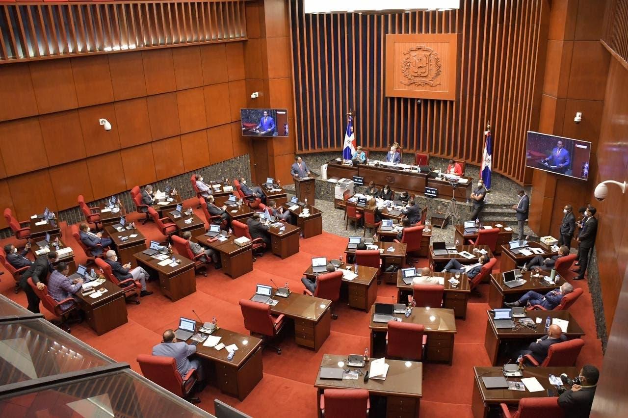Senadores piden postergar reforma fiscal y diputados califican propuesta de chantaje