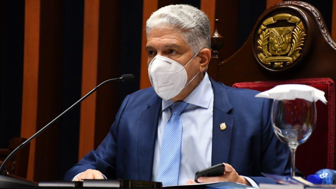 Senado aprueba resolución busca prohibir entrada de no vacunados a lugares públicos y privados