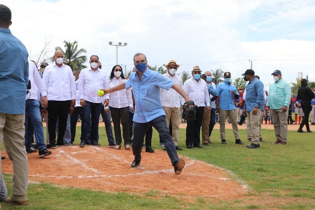 Presidente Abinader inaugura estadio de softbol Cristino Cala en Nagua