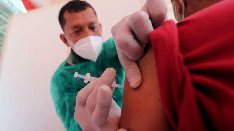 EEUU requerirá que los visitantes extranjeros estén completamente vacunados