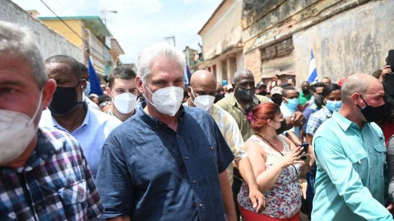 El presidente Díaz Canel convoca a sus seguidores a salir a las calles ante la masiva protesta que pide cambios políticos en Cuba