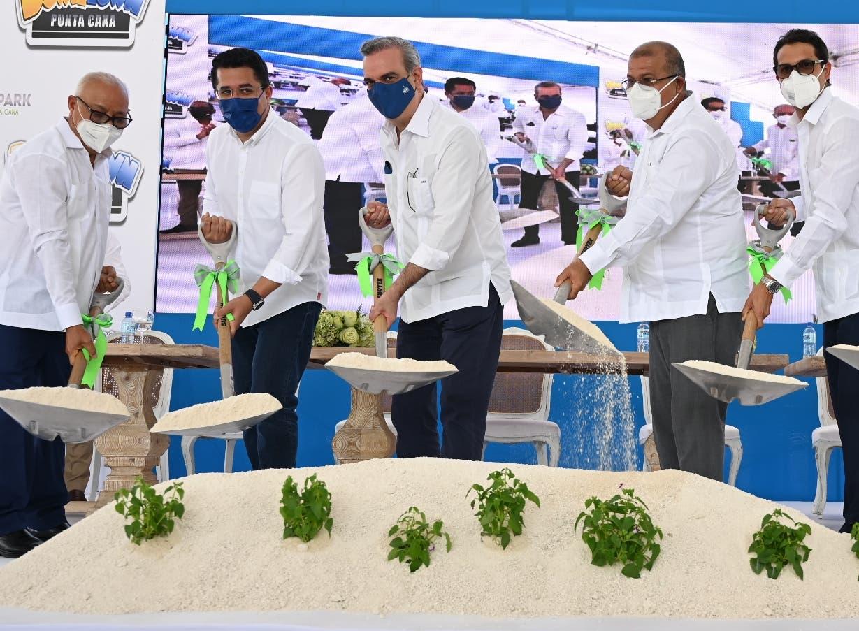 Luis Abinader   inaugura proyecto  en Punta Cana