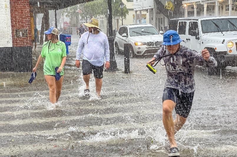 Huracán Elsa toma fuerza y amenaza estado  de Florida