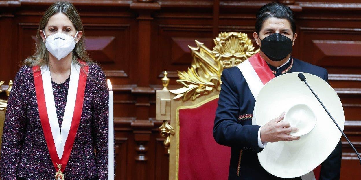 Pedro Castillo asume el poder en  Perú y dice habrá cambios