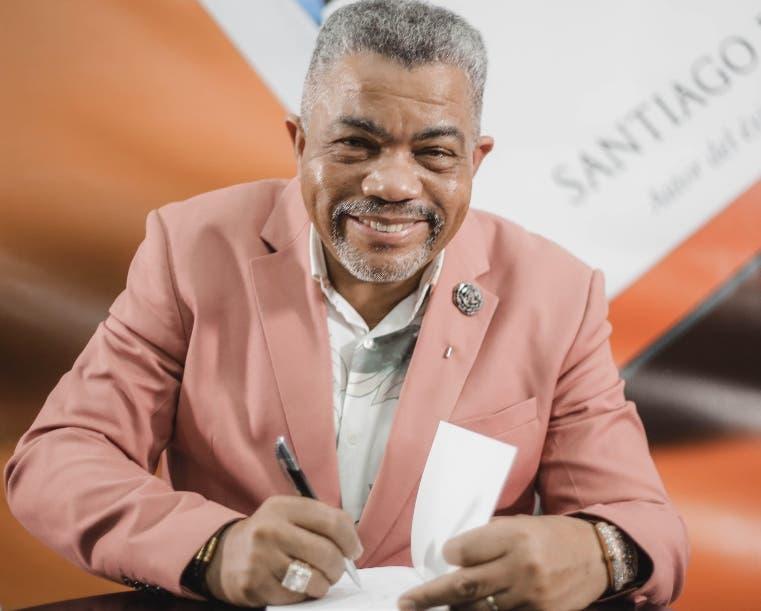 Pastor Santiago Ponciano con nuevo libro