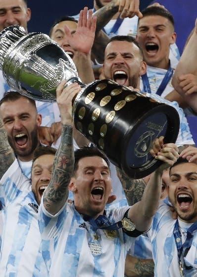 Argentina sigue fiesta   tras derrotar a Brasil